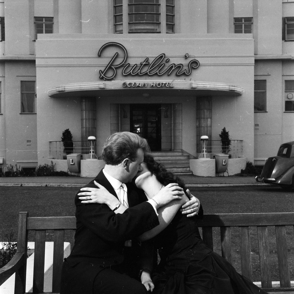 #ButlinsKiss - A honeymoon kiss at Butlins Ocean Hotel in Saltdean. Getty Images / Hulton Archive / Lee Tracey