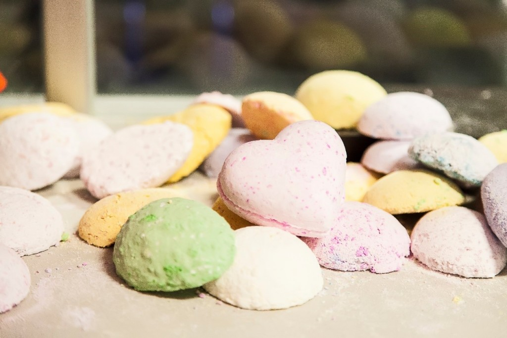 Making a bath bomb with L'Oréal  and the Royal Institution | Butlins Blog | Photography by Katherine Leedale