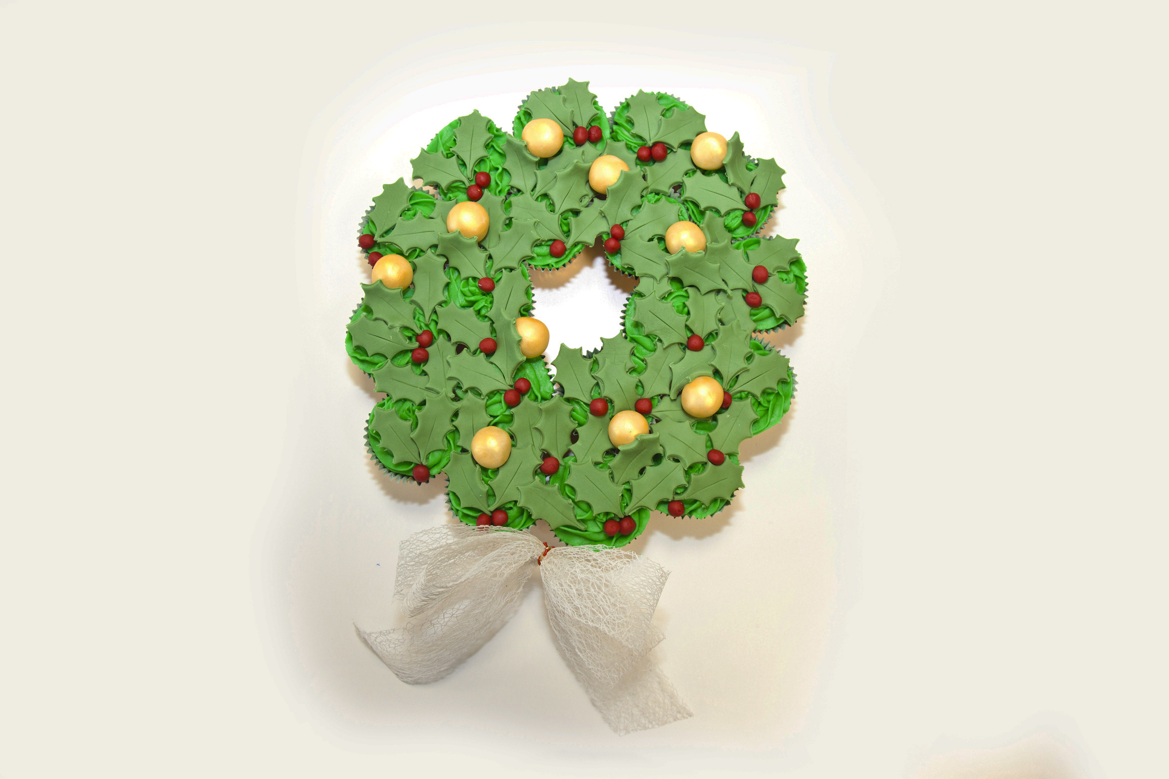 Festive cupcake wreath | Christmas how to | Butlins Blog